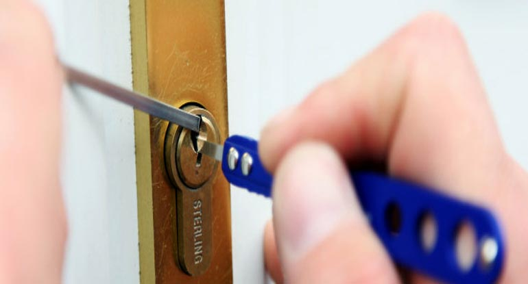locksmiths hadleigh in Suffolk at work